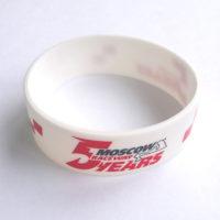 широкие силиконовые браслеты с логотипом