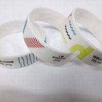 широкие силиконовые браслеты с печатью