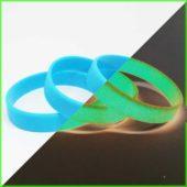 Голубой светонакопительный браслет