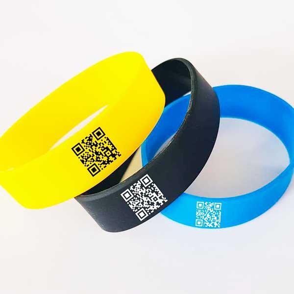 Силиконовые браслеты с QR кодом, как инструмент привлечения клиентов